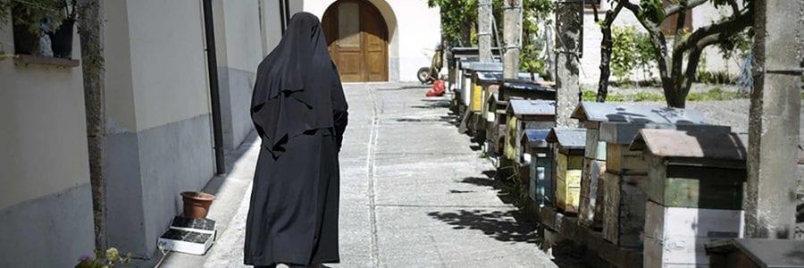 Visita Norcia e soggiorna nel monastero